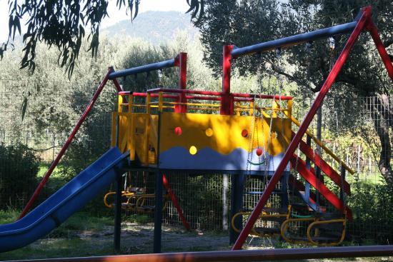 Rovies, Yunani: Η παιδική χαρά