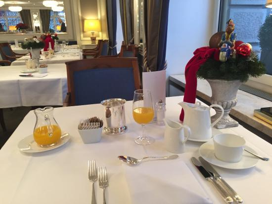 Hotel Schweizerhof Zurich: Lovely breakfast room.