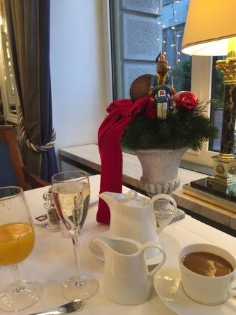 Hotel Schweizerhof Zurich: Champagne offered and gladly accepted.  I had eggs benedict (no extra cost); they were delicious