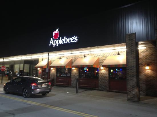 Applebee's Fairport - outside