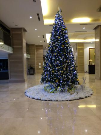 Elegant Suites Westlake Hotel Lobby Christmas Decorations