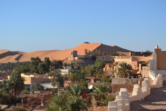 Beni Abbes, Algeria: This is a view from the shared outdoor terrace