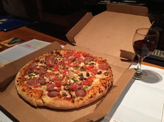 Aces Cocktail Bar: заказанная нам пицца