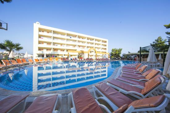 Photo of Tuntas Apart Hotel Kusadasi