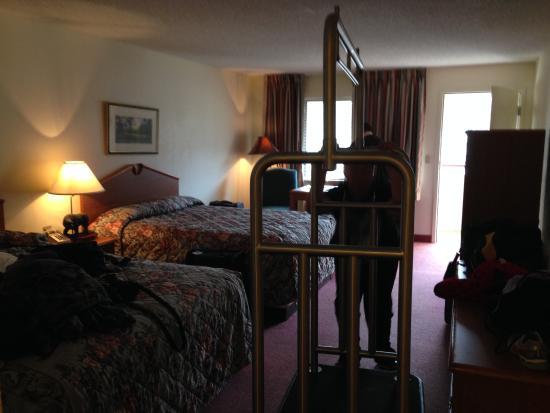 Johnson's Inn: The room