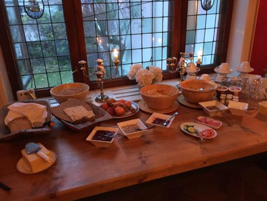 Villa Frogner B&B: Breakfast table at Villa Frogner