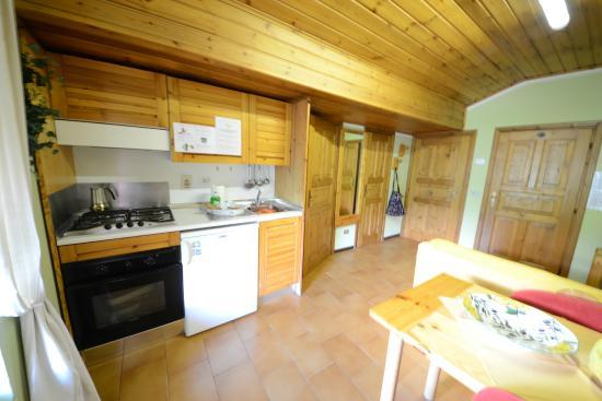 Cucina e soggiorno - Foto di Villa Claudia Apartments, Livigno ...