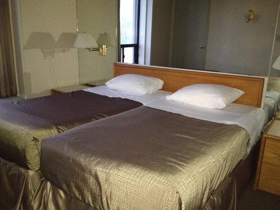 Royal Harbour Resort: 2nd bedroom, bathroom in hall