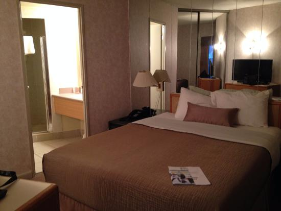 Royal Harbour Resort: Master bedroom with ensuite.