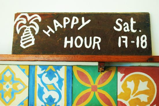 Windtown Beach Hotel: Happy Hour time on Saturdays!