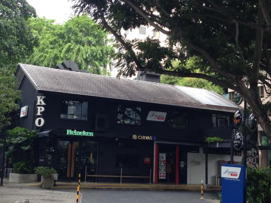 KPO Cafe Bar : おしゃれな外観