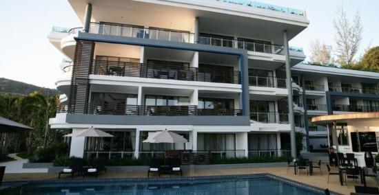 Absolute Nakalay Boutique Resort: бассейн перед отелем