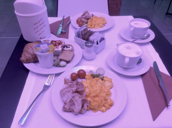 Best Western PLUS Hotel De Capuleti: Завтрак.