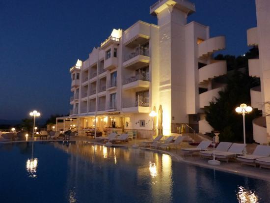 Lavista Boutique Hotel: hotel y piscina