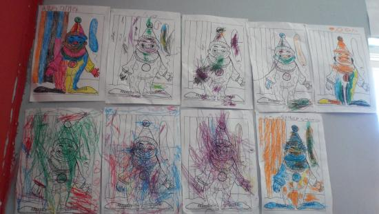 Khayelitsha, Afrika Selatan: kids drawing in childcare center
