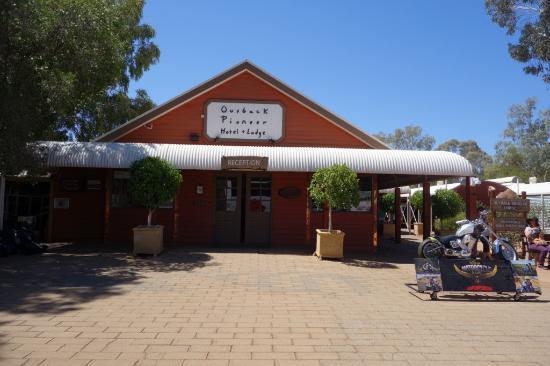 Outback Pioneer Hotel U0026 Lodge, Ayers Rock Resort : Outback Pioneer Lodge