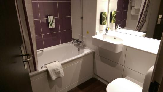 Premier Inn Watford North Hotel: Bathroom