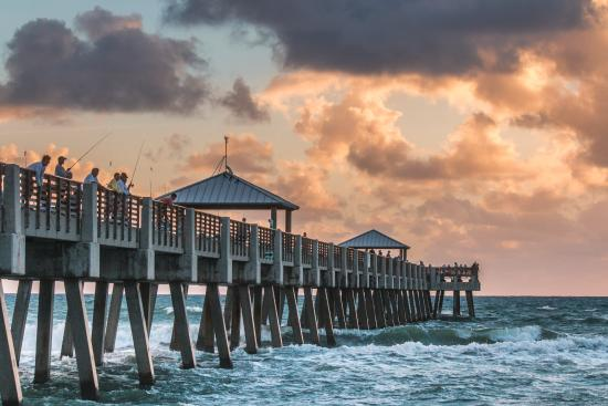 There are always people fishing at the pier photo de for Juno beach fishing pier