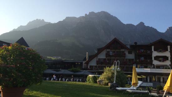 Отель и близлежащая территория