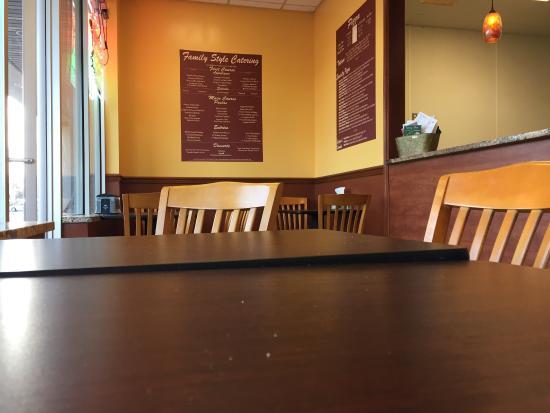 Lanoka Harbor, NJ: Fevola's Pizza interior