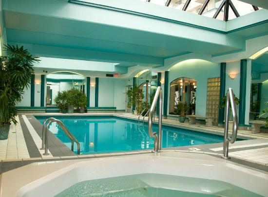 Chateau Victoria Hotel and Suites: Indoor Pool, Hot Tub and Exercise Room