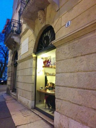 Tosca Cafe: снаружи
