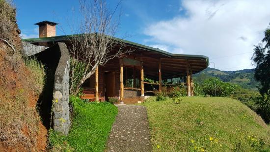 Toucanet Lodge: Novembre 2015 croisé le super Quetzal
