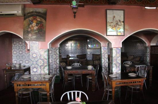 Cafe Terrasse Palais El Badia: Внутри кафе