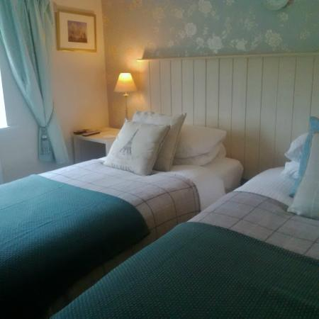 Threshfield, UK: twin bedded room