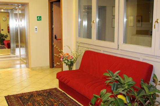 Parini Hotel: Hall