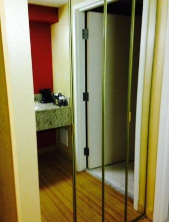 Courtyard Harrisonburg Mirrored Closet Doors & Mirrored Closet Doors - Picture of Courtyard Harrisonburg ...