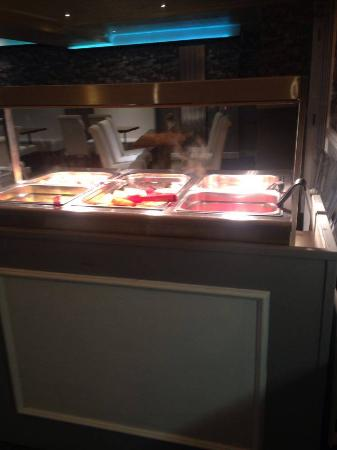 Ascot Hotel: selection of hot breakfast food