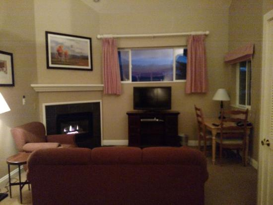 Homestead Resort: Room 239 Sitting / Dining Area with Fireplace & DVD player