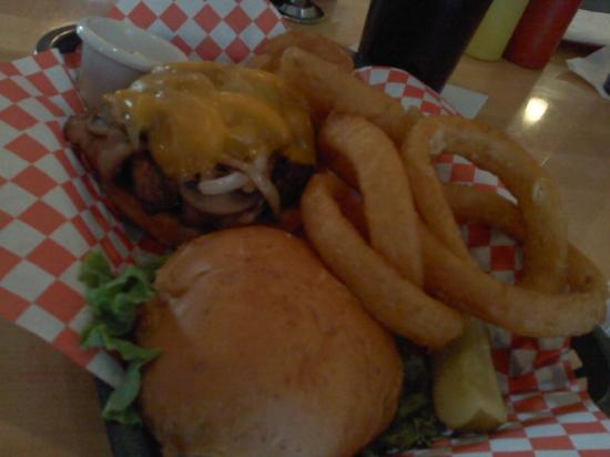Wolverine, MI: Build your own Burger, Sauteed Onions & Mushrooms with cheddar, Onion Rings