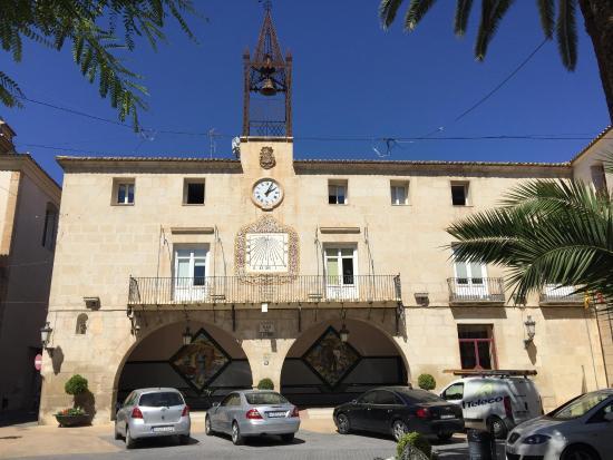 Novelda, Espagne : Вид на здание Ayuntamiento