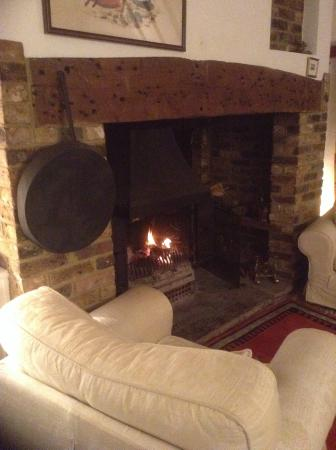 Biddenden, UK: Sittingroom and log fire