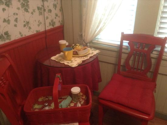 A White Jasmine Inn : Breakfast brought to my room in a red picnic basket