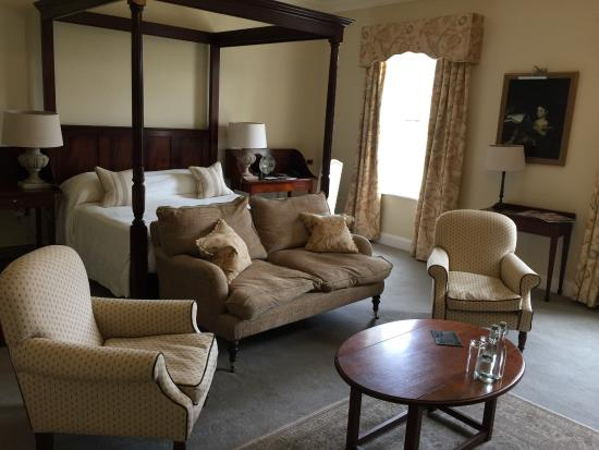 Ballynahinch Castle Hotel: View as you enter the room