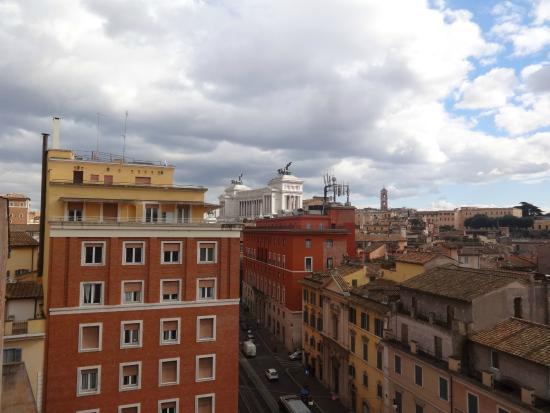 Tiber Limo - Day Tours: Вид на город