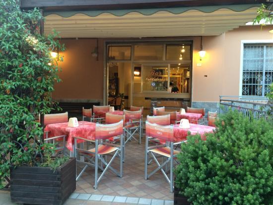 Residence Kriss : Кафе-gelateria при входе