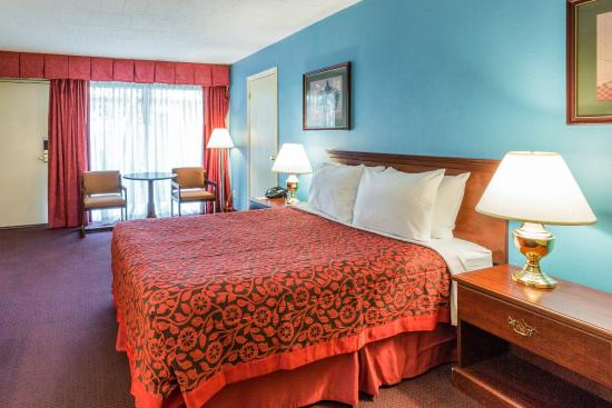 Days Inn East Stroudsburg: 1 Queen Bed Room
