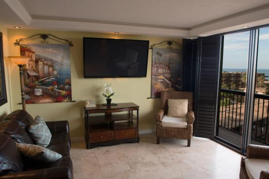 Isla Grand Beach Resort: Condo Living room