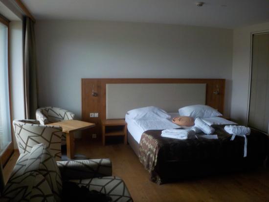 Hotel Bioterme: Vista della camera sul letto e sul divano-letto
