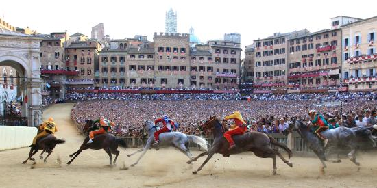 Tuscany by GC: Siena horse race