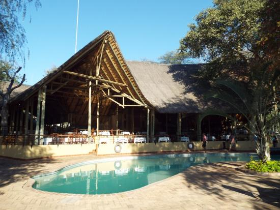 Chobe Safari Lodge: The pool and restaurant area