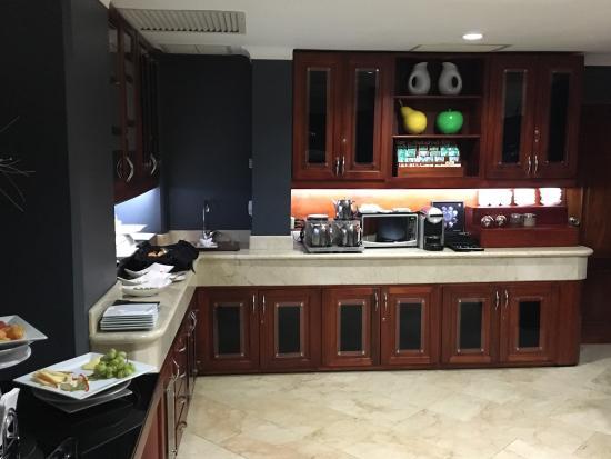 Hodelpa Gran Almirante Hotel & Casino: VIP Lounge happy hour