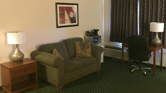 Ramada North Spokane: Suite Seating Area