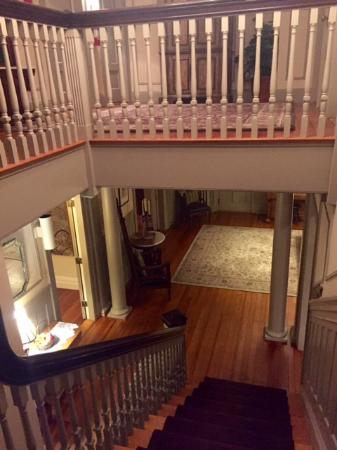 Greenfield, MA: Great angle of the main staircase.