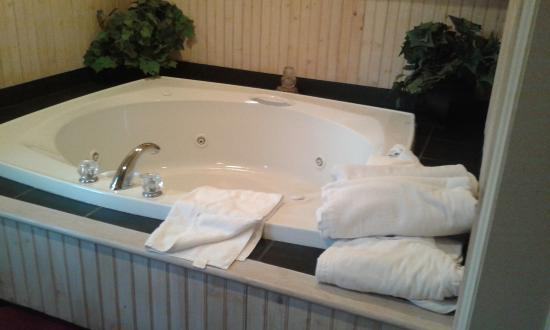 Crescent Lodge & Country Inn: Jacuzzi