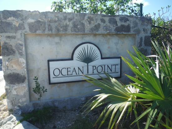 Providenciales: Turn on this road- Ocan Pointe Drive/Circle